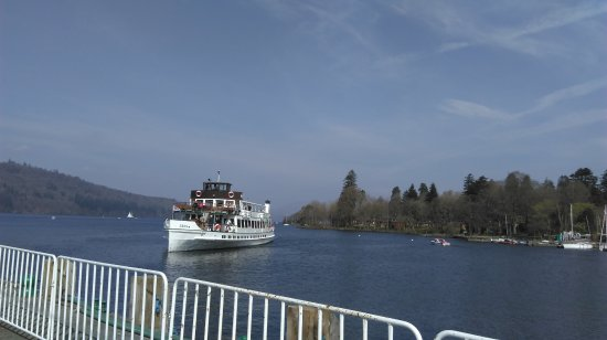 Bowness-on-Windermere, UK: The swan