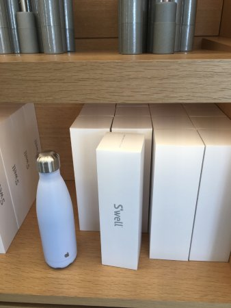 Apple Inc. : Merchandising