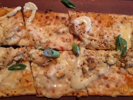 Kirkwood, MO: buffalo chicken flatbread pizza