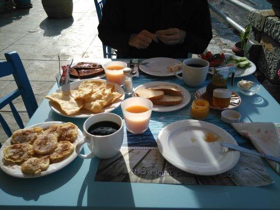 Oitylo, Grecia: The best breakfast!
