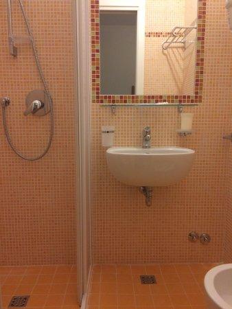 Hotel bellini riccione olaszorsz g rt kel sek s for Bagno 68 riccione