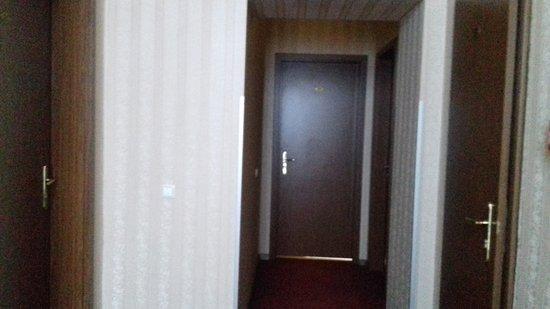 Hotel Elit: Le porte delle stanze