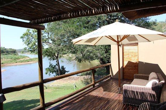 Naledi Bushcamp and Enkoveni Camp: VUE CHAMBRE