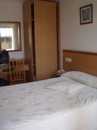Hotel Reyes de Leon: Cama