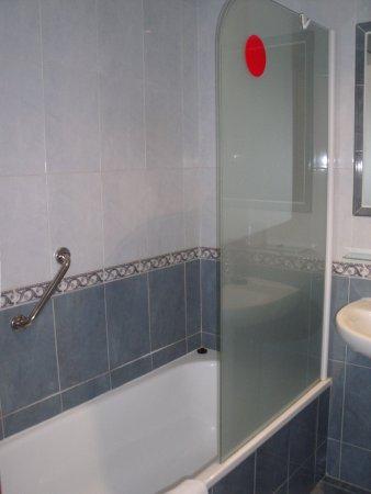 Hotel Reyes de Leon: Bañera