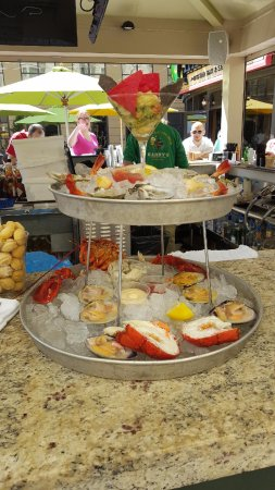 Harry's Oyster Bar & Seafood : Fresh Shellfish Tower