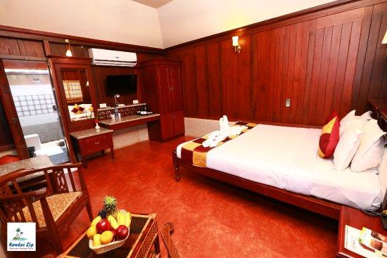 Kondai Lip Backwater Heritage Resort: Super Deluxe Cottage #204