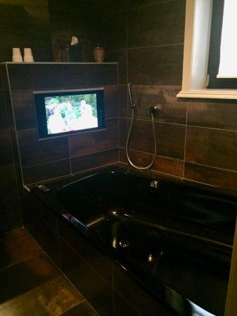 Main Street Hotel: Bathroom