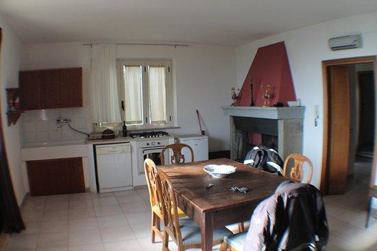 soggiorno con cucina - Foto di Agriturismo Podere ...