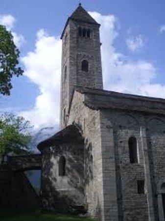 bellissima chiesa, con magnifico panorama su Biasca