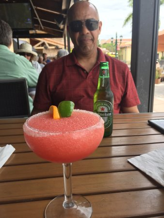 Plantation, Floryda: Enjoying the day and a cocktail with my husband.