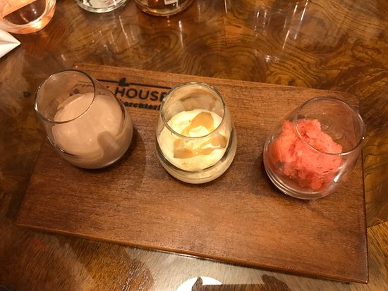 Genoa, NV: Trio of desserts - chocolate mousse, vanilla ice cream with dulce de leche, strawberry sorbet
