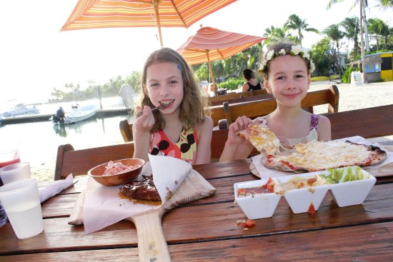 North Side, Grand Cayman: Kids enjoyed their meals; the dip trio was a good appetizer.