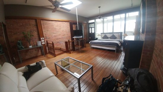 Benner's Bed & Breakfast: Stunning King Loft Room