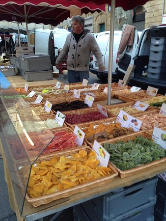 Hotel Artea: פירות יבשים ופיצוחים בשוק