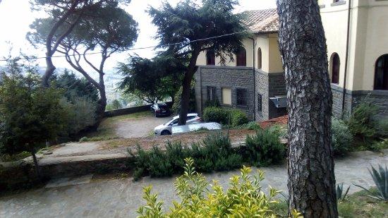 Casa Betania : parcheggio laterale