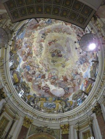 Basilica de la Virgen de los Desamparados: Teto da basílica