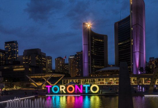Holiday Inn Express Toronto Downtown: Within walking distance to Nathan Phillips Square
