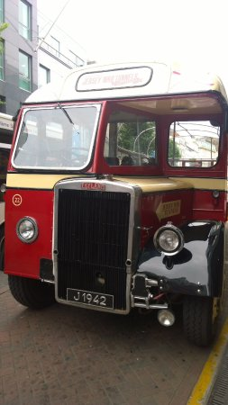St. Helier, UK: Disponibili anche bus classici