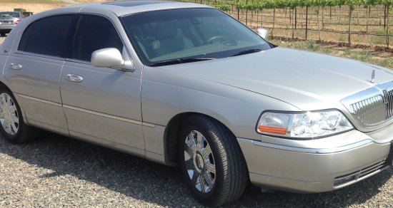 Prosser, Ουάσιγκτον: Ride in comfort and luxury in our Lincoln town car seating up to 4.