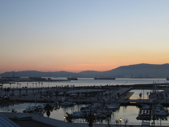 Ohtels Campo de Gibraltar : View from the room, sunset over the marina