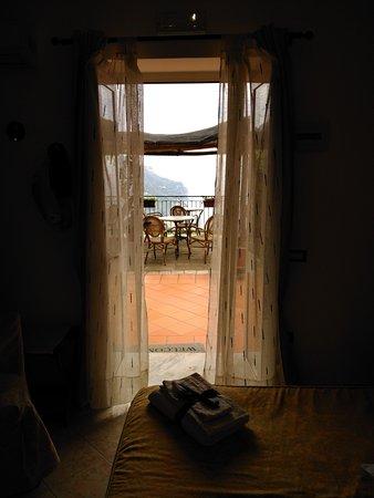 Ravello Rooms: IMG_20170402_062226_large.jpg