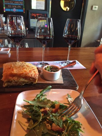 Willi's Wine Bar: Skillet Bread & Arugula Salad... fresh & finest ingedients