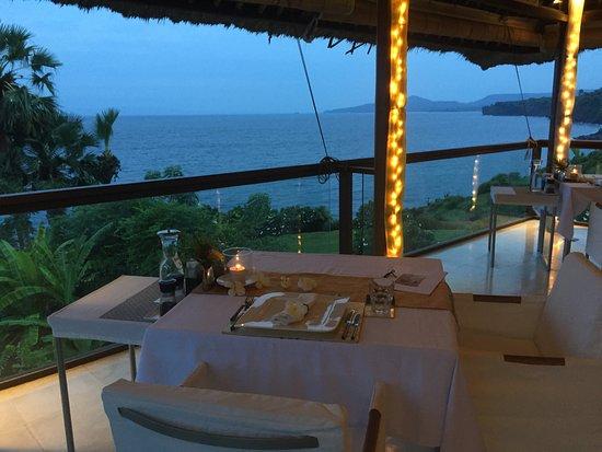 Seraya, Ινδονησία: Restaurant mit atemberaubendem Blick
