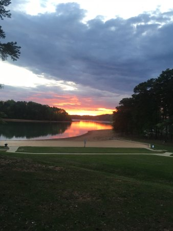 Gainesville, GA: Deer running around the park. Beautiful sunset at the park. View of the lake from camping site.