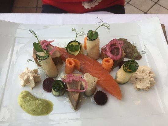 Courcelles-de-Touraine, Francia: Exemple de plats : Thon façon Thaï et saumon avec petits légumes