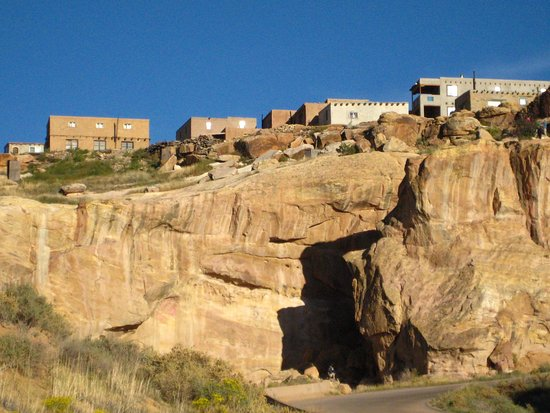 """Pueblo of Acoma, نيو مكسيكو: View of """"Sky City"""" from a lower elevation"""