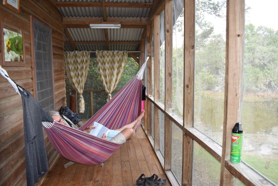 Ladyville, Belice: Time to chill in the hammock.