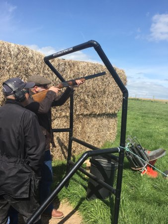 Yarmouth, UK: Great day with the family shooting. All partaking in lots of fun.
