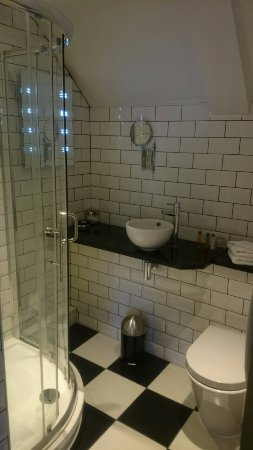 Redesdale Arms Hotel: en suite bathroom standard plus room