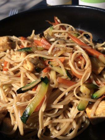 Auderghem, België: Noodles with veggies