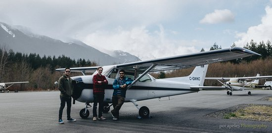 Squamish, Canada: Me and my friends taking up the 30min flight training program