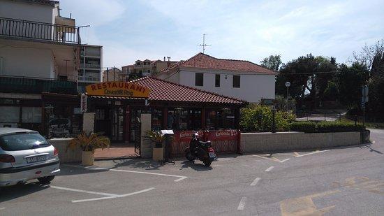 """Restoran """"Lovacki Rog""""-Stobrec"""