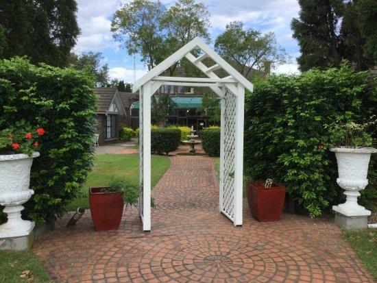 Sir Francis Drake Inn: Nice grounds