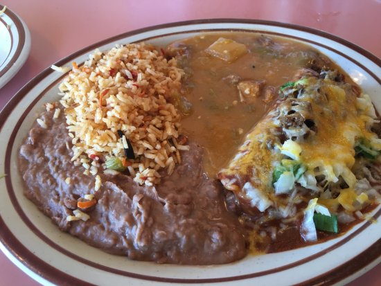 Rawlins, WY: Combo Plate with Green Chili