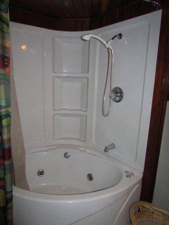 McGregor, IA: Big bath tub