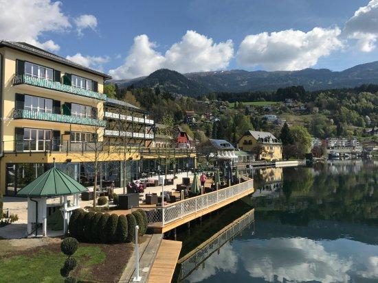 Millstatt, Austria: Blick aus dem Garten Richtung Terrasse