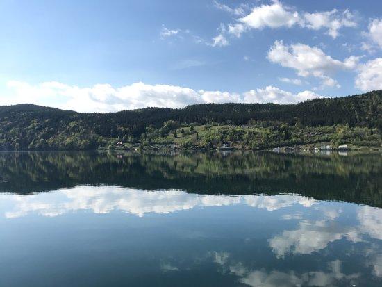 Millstatt, Austria: Blick von der Terrasse auf den See