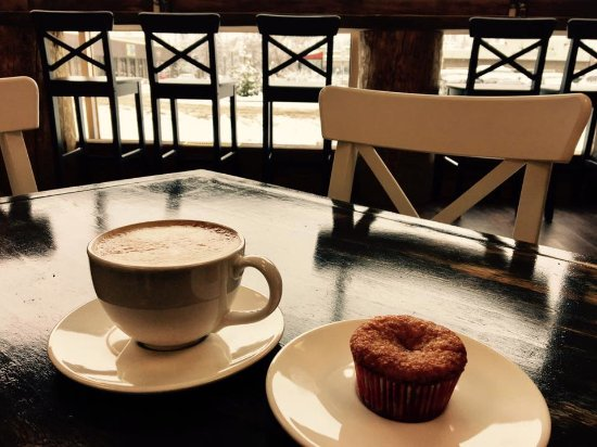 Hinton, Canadá: Caffe Latte and gluten free muffin