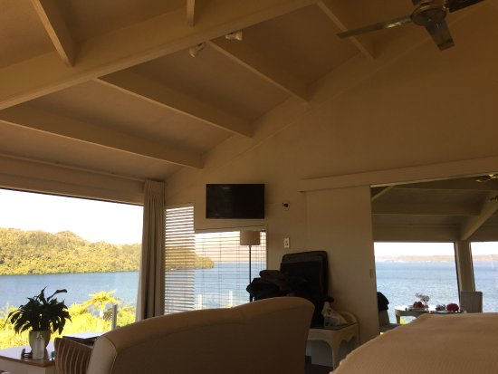 Solitaire Lodge: In Suite (pardon my suitcase)