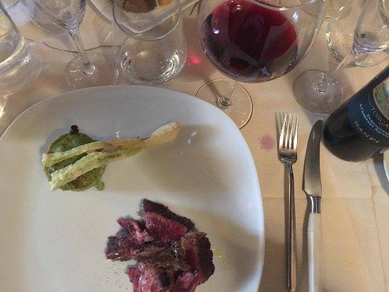Ortignano Raggiolo, Ιταλία: tagliata con tortino di spinaci e cipolla in tempura