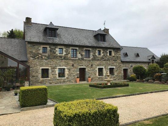 Tres Belle Maison