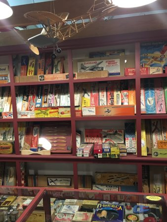 Muncie, IN: Old time model airplane shop
