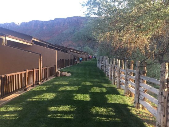 Red Cliffs Lodge: photo1.jpg