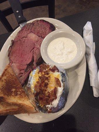 Garland, Teksas: prime rib with horseradish and baked potato
