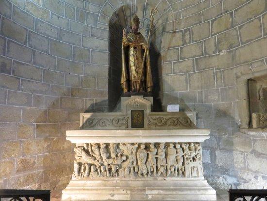 Saint-Hilaire, Prancis: Sepulcro de Saint Hilaire por el maestro Cavestan